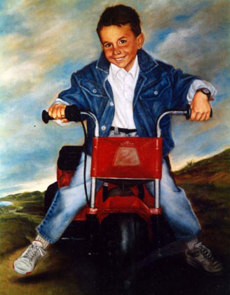 Retrato niño Francisco con moto